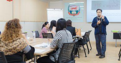 คลิป และ ภาพบรรยากาศ  หลักสูตร การส่งเสริมความรักภาษาไทยผ่านกิจกรรมการแก้ปัญหาปริศนาร้อยกรอง  อาทิตย์ที่ 11 พฤศจิกายน 2561