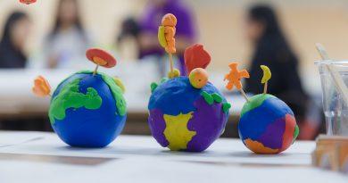 """คลิป และ ภาพบรรยากาศ  หลักสูตร อบรมเชิงปฏิบัติการเทคนิคการสอนและพัฒนากิจกรรมและสื่อสารเรียนรู้  """"โลก ดาราศาสตร์ และอวกาศ""""  อาทิตย์ที่ 11 พฤศจิกายน 2561"""