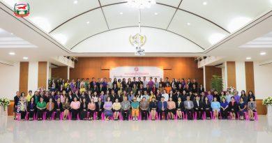 ภาพบรรยากาศ : โครงการพัฒนาศักยภาพครูโรงเรียนเอกชน เรื่อง ครูภาษาอังกฤษในศตวรรษที่ 21กับการจัดการเรียนการ สอนรูปแบบEIS (ระดับประถมศึกษาและมัธยมศึกษา) 12-13 ต.ค. 62 จ.แพร่